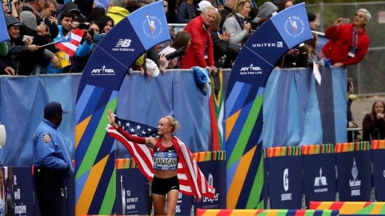 Shalane Flanagan dio la sorpresa y ganó en la categoría femenina (Getty Images)