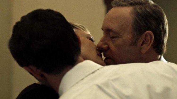 La escena sexual entre el matrimonio Underwood y el agente Edward Meechum