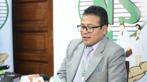 El gerente de la CNS, Juan Carlos Meneses, informa sobre ilícitos en el Hospital Obrero. Foto: Ministerio de Salud