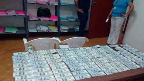 Dinero incautado en aprehensión del fiscal de Camiri.