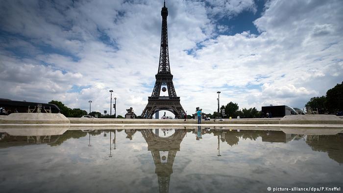 Eiffelturm (picture-alliance/dpa/P.Kneffel)