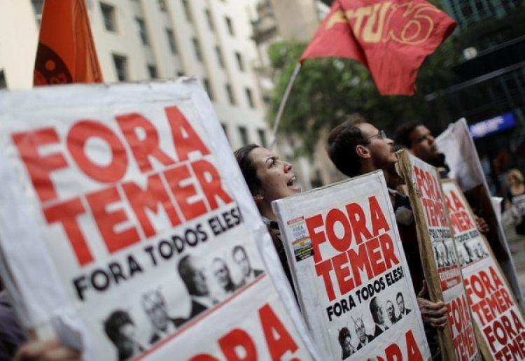 """""""Fora Temer"""" o """"Fuera Temer"""", uno de las consignas más populares contra el presidente de Brasil también se vio en la protesta de este viernes en Río. (REUTERS/Ricardo Moraes)"""