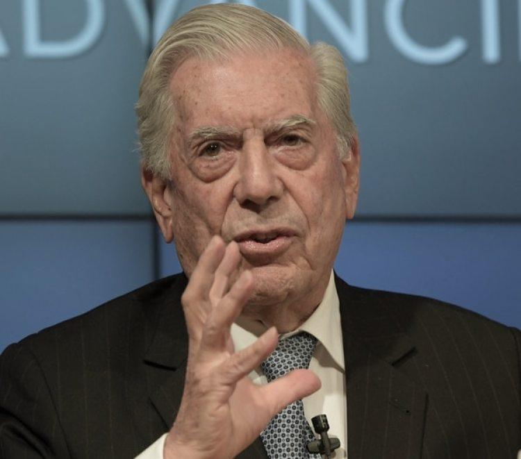 """Vargas Llosa participa durante la conferencia """"El Estallido del Populismo""""(EFE)"""