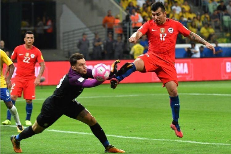 Gary Medel: Chile no se clasificó a la Copa del Mundo y el de Besiktas turco se lo perderá (AFP)