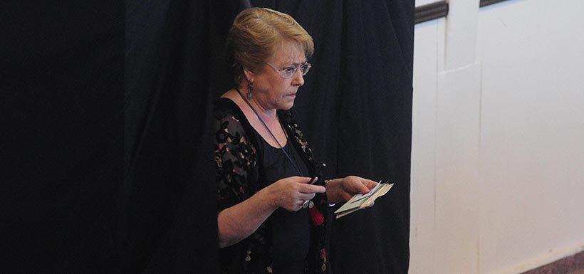 Bachelet pide tono conciliador a candidaturas que pasen a posible segunda vuelta
