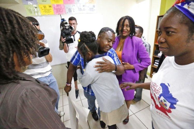 Una niña haitiana que vivía en EEUU bajo el amparo del beneficio migratorio TPS (AP Photo/Wilfredo Lee)