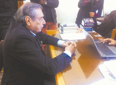 Dirigente. Osuna durante una declaración en la Fiscalía, el 28 de junio de 2015 en Sucre.
