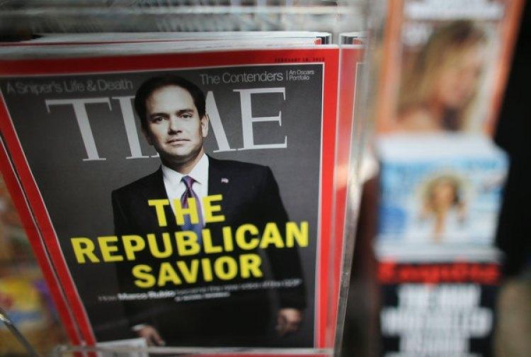 Una copia de la revista Time en venta en un kiosko de Manhattan (Mario Tama/Getty Images)