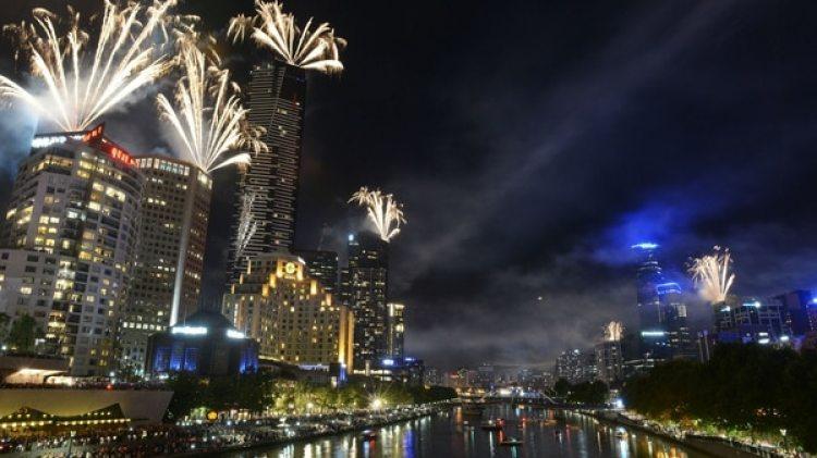 Fuegos artificiales durante la Nochevieja de 2013 en Melbourne (Getty Images)