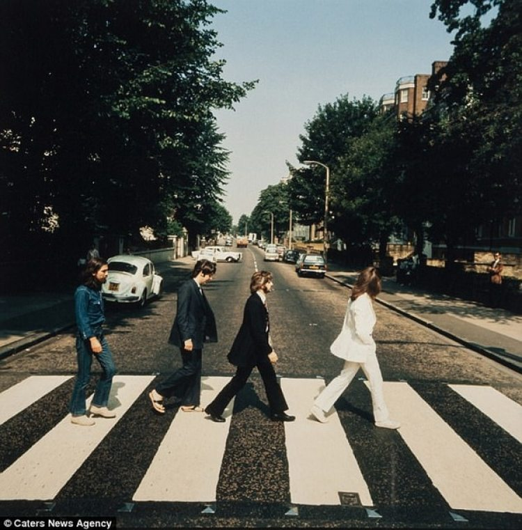"Una de las fotos descartadas para la portada del álbum ""Abbey Road"""
