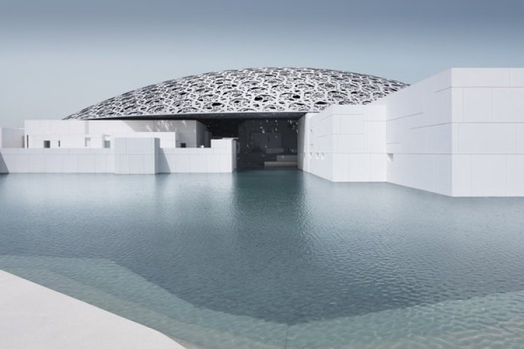 El exterior del nuevo museo Louvre-Abu Dhabi museum. (Mohamed Somji/Louvre Abu Dhabi/The Washington Post)