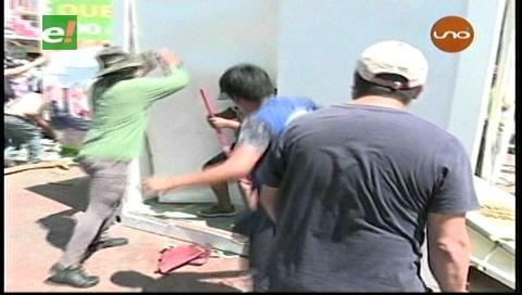 Video: Comerciantes minoristas causan destrozos en el mercado Abasto