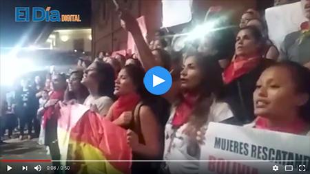 Mujeres-marchan-exigiendo-respetar-el-21F