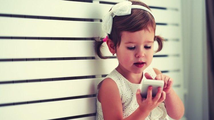 La continua exposición a dispositivos móviles puede ocasionar efectos negativos en la capacidad de autocontrol (iStock)