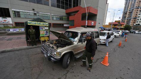 Inspección vehicular en La Paz. Foto: Archivo