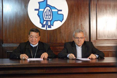 Los representantes de la Iglesia Católica dan lectura a su pronunciamiento sobre el fallo del TCP. Foto: CEB