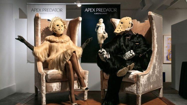 """""""El Apex Predator (Depredador de la cima) no tiene depredadores propios"""", explica Dominic Young, mitad creativa de la dupla, completada por la ucraniana Mariana Fantich"""