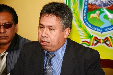 Luis Larrea, presidente del Colegio Médico de La Paz, en conferencia de prensa.
