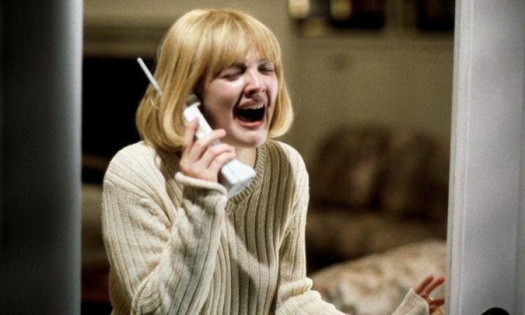 "Drew Barrymore en ""Scream"". Captura de pantalla vía YouTube."