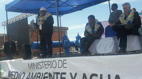 El vicepresidente Álvaro García Linera durante el acto de inauguración de la Línea de Pozos San Felipe de Sequeen, en El Alto. (Foto: EPSAS)