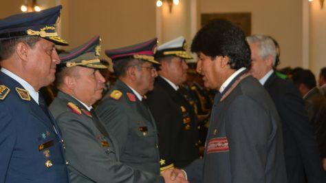 El presidente Evo Morales posesionó al nuevo Alto Mando Militar. Foto:Ángel Guarachi
