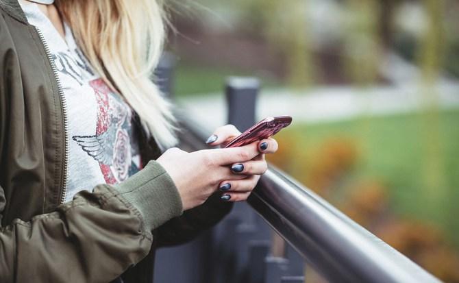 Francia prohíbe el móvil en las escuelas, y el resto de Europa estudia su ejemplo