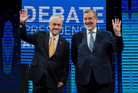 Piñera (izq.) y Guillier después de un debate antes de las elecciones. Foto: Archivo AFP