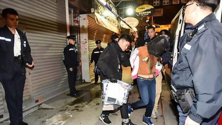 Así se llevaban detenida a Cao, la mujer que asesinó a su hija
