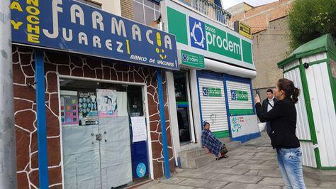 La ministra de Salud, Ariana Campero, verificó cierre de farmacias. Foto:Ministerio de Salud