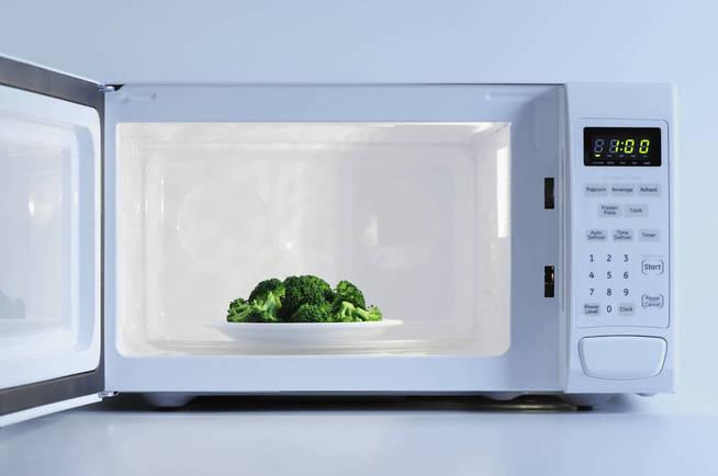 El brócoli no deja de ser brócoli por que lo calentemos al micro. (iStock)