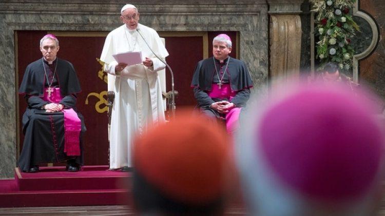 El papa Francisco durante su discurso a la Curia romana. (Reuters)