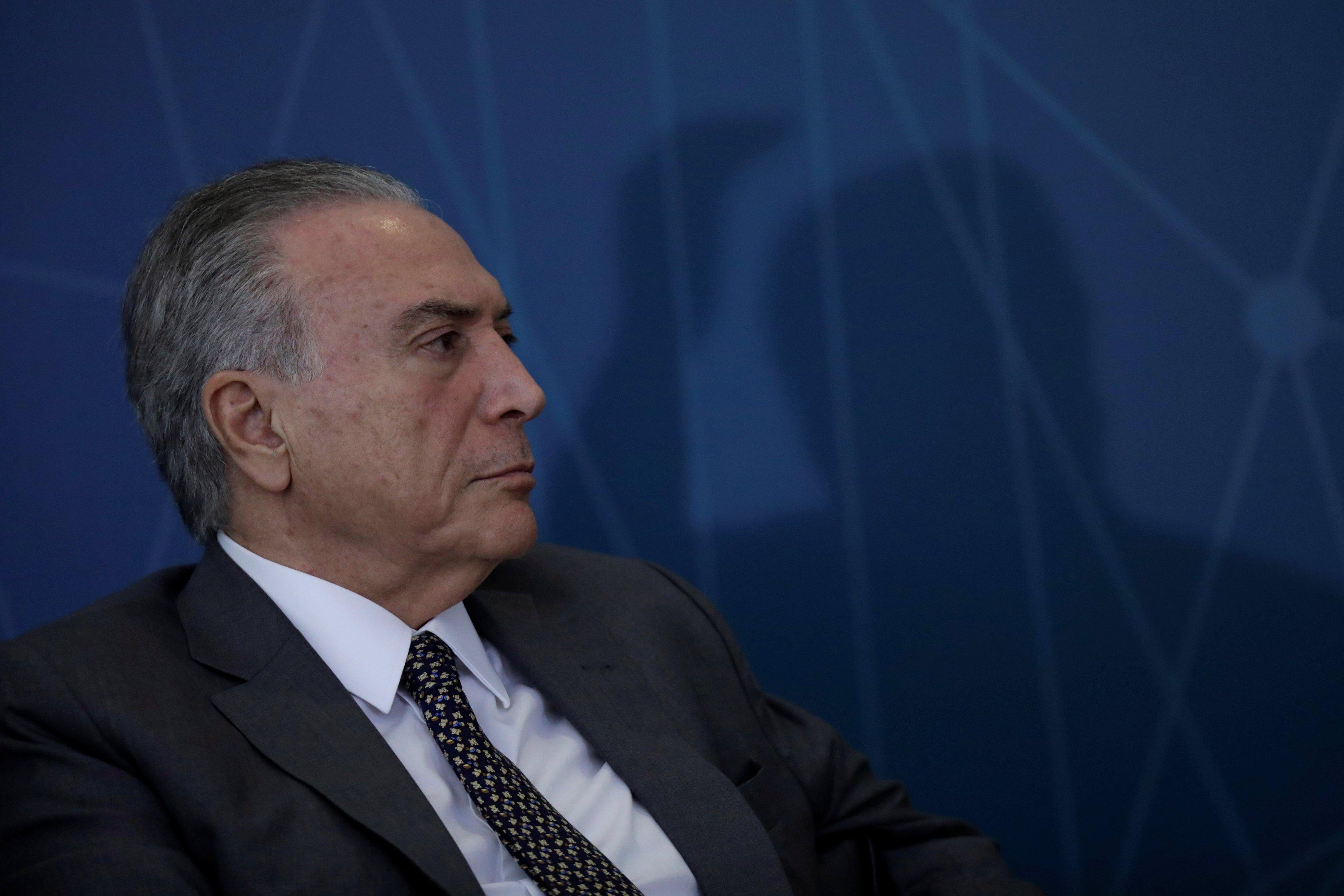 El presidente de Brasil, Michel Temer, observa durante la ceremonia de lanzamiento del programa