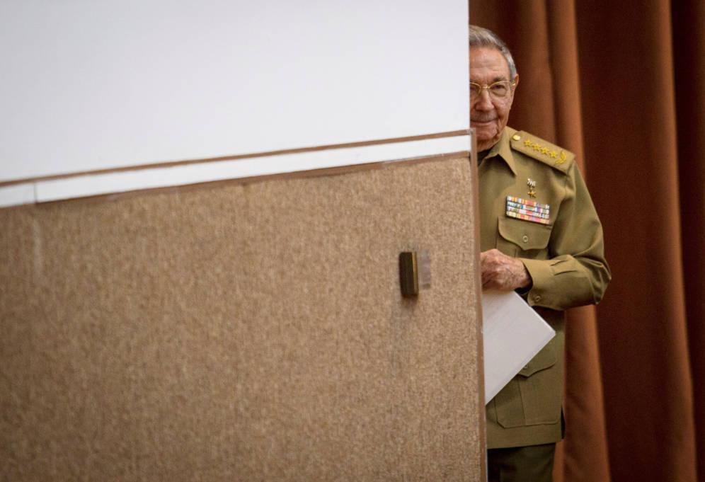 Foto: El presidente Raúl Castro se prepara para pronunciar un discurso durante la Asamblea Nacional en La Habana, el 21 de diciembre de 2017. (Reuters/Cubadebate)