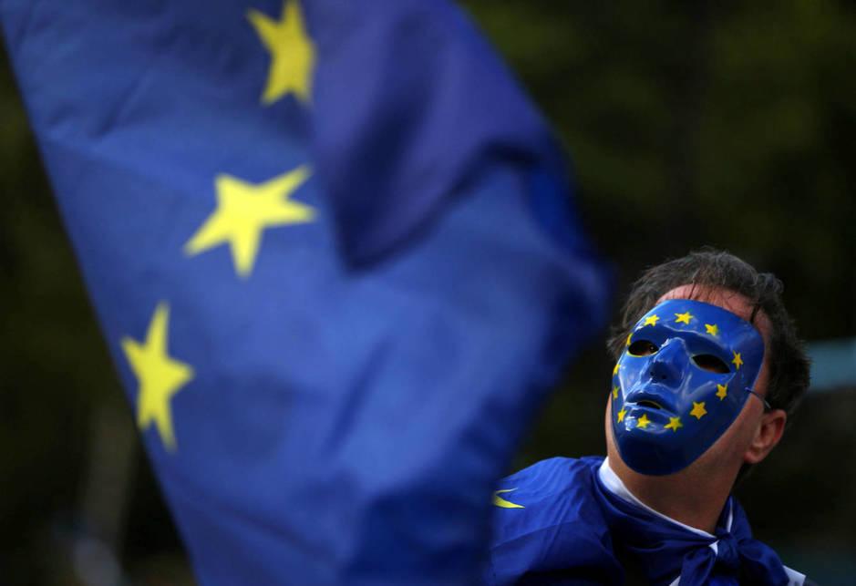 Un manifestante pro-europeo participa en un acto contra el Brexit en Londres. (Reuters)