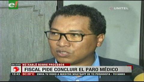Fiscal Larrea pidió a médicos retomar sus actividades y no castigar a la población