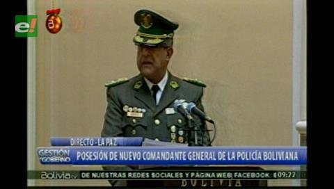 Morales posesiona a Faustino Mendoza como nuevo comandante general de la Policía