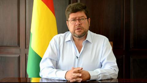 Samuel pide diálogo gobierno – médicos y rechaza represión de la huelga