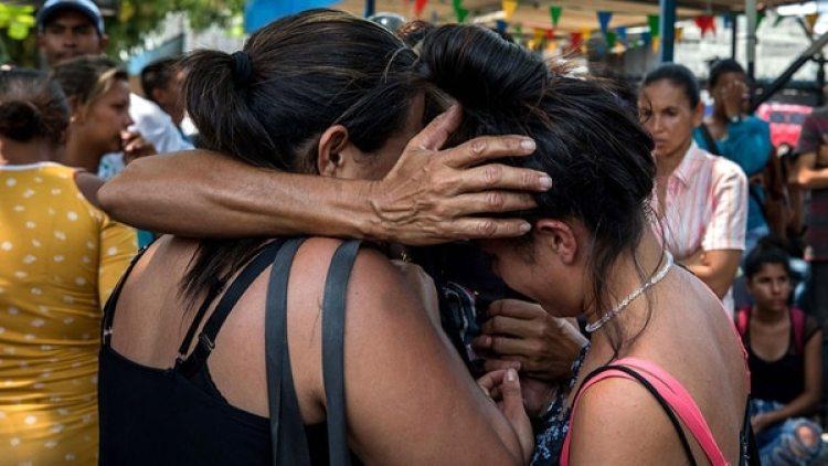 Familiares de las presos de la cárcel de Carabobo exigen información sobre lo ocurrido (EFE)