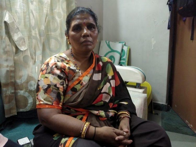 Leelabai, una divorciada de 55 años, explica cómo fue su experiencia hace 4 décadas con la prueba de virginidad, a la edad de 12 años. (The Washington Post / Vidhi Doshi)