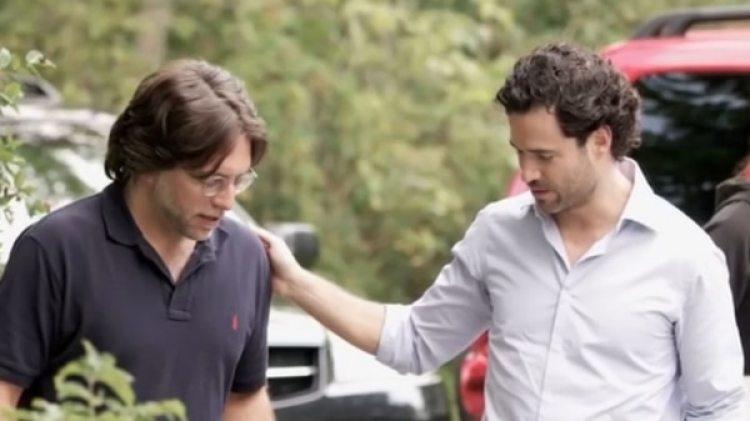 Emiliano Salinas con Keith Raniere, el líder de la secta de Nxivm, preso en Estados Unidos.