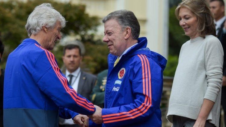 Santos le ofreció la ciudadanía a Pekerman (AFP)