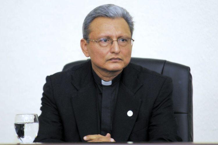 El padre jesuita José Alberto Idiáquez, rector de la Universidad Centroamericana (UCA). LA PRENSA/ ARCHIVO