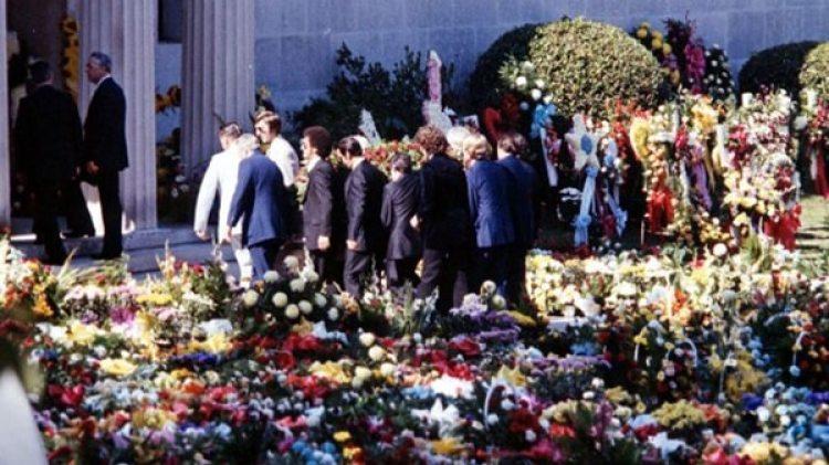 Más de 80 mil personas siguieron el cortejo fúnebre de Elvis Presley