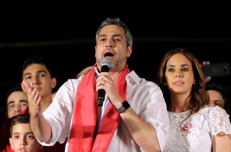 Silvana López Moreira Bó, junto al presidente de Paraguay, Mario Abdo Benítez.
