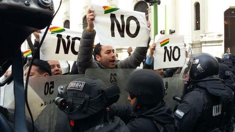 Protesta en puertas de la Vicepresidencia, en La Paz