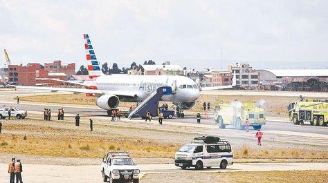 Aeronave. Un avión de American aparcado en la pista de aterrizaje del aeropuerto de El Alto.
