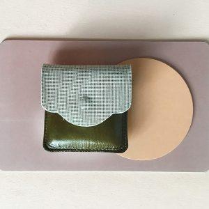 mini porte monnaie en cuir kaki CDA Petites Choses