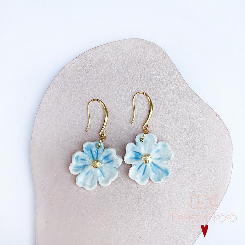 Bouches d'oreille Fleurs bleues en porcelaine CDA Petites Choses