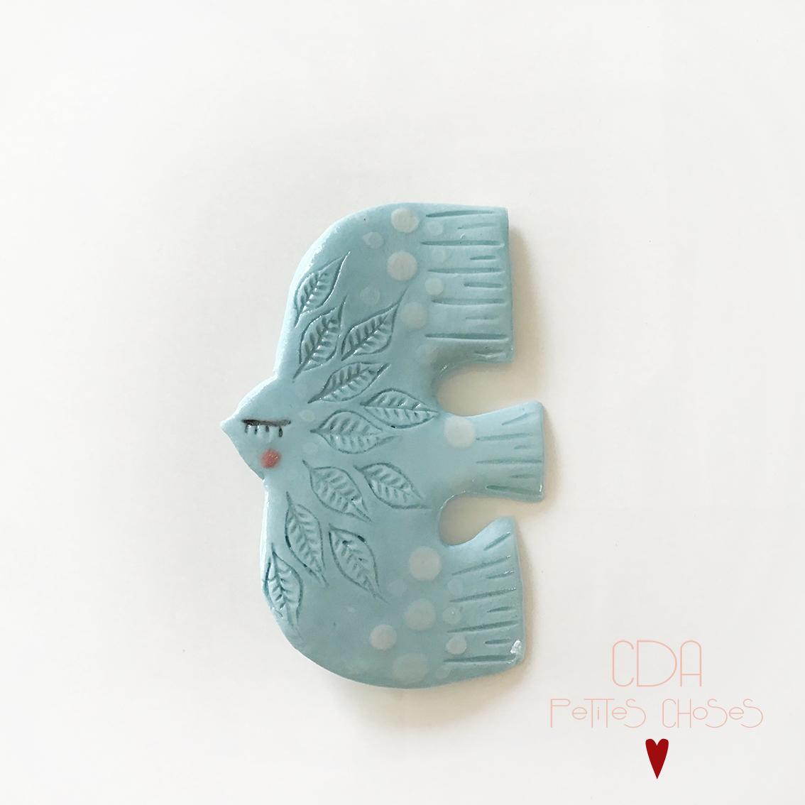 broche en porcelainae oiseau bleu pale CDA Petites Choses