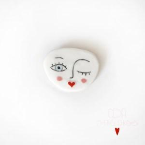 broche-en porcelaine tête-bisous CDA Petites Choses